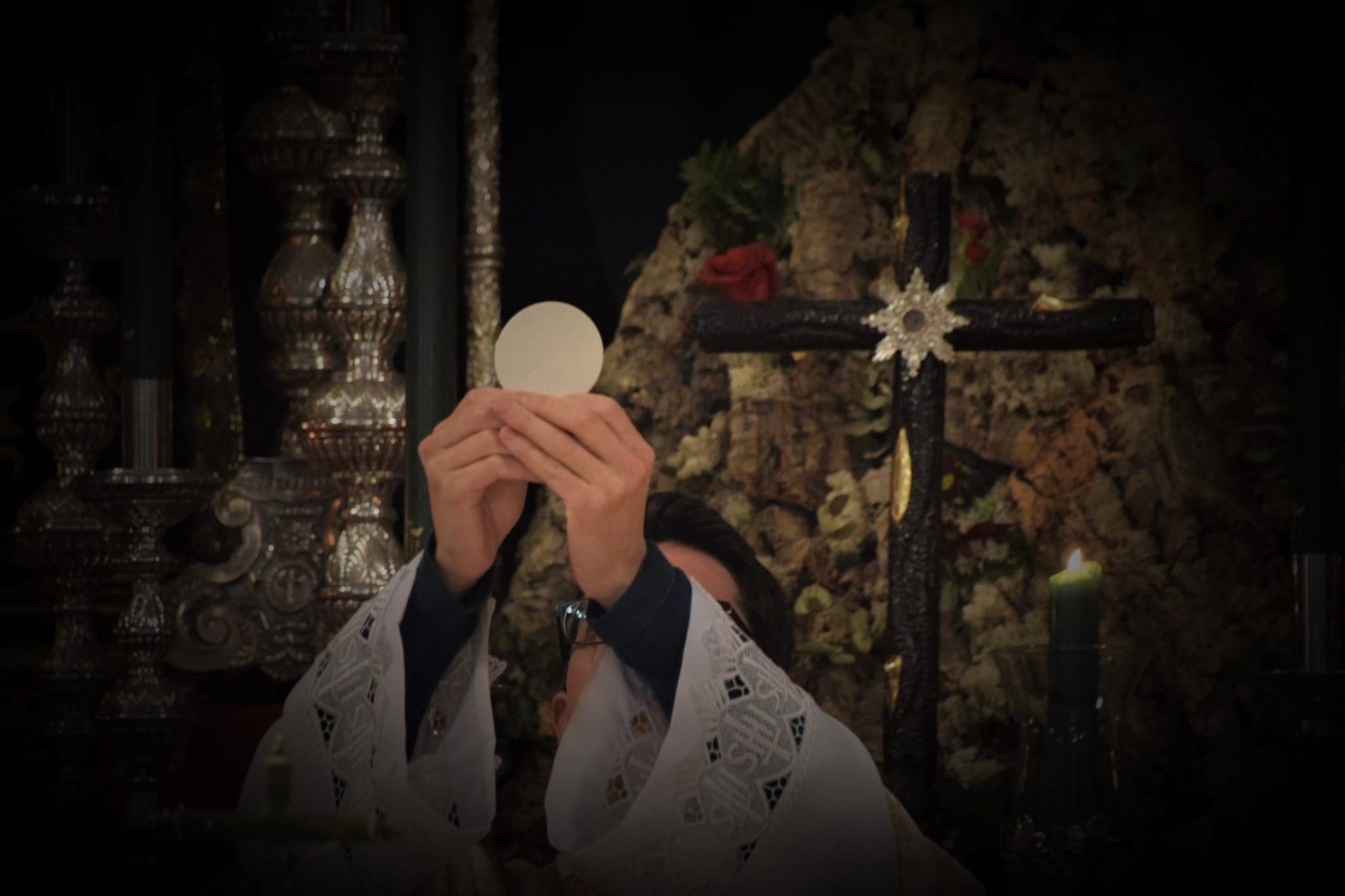 ¡Sea por siempre exaltada la Santa y Verdadera Cruz!